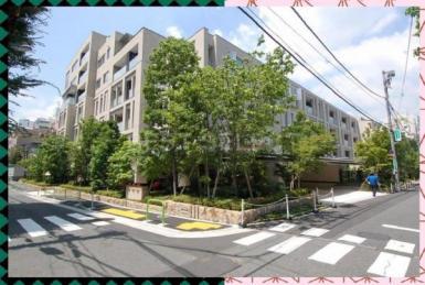 *2方向道路に面した、敷地面積約4800平米の都会のオアシスマンション。三菱地所旧分譲のパークハウスグランシリーズ*