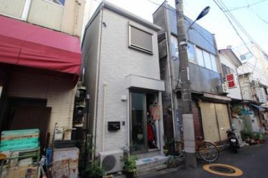 JR赤羽駅徒歩5分、東京メトロ赤羽岩淵駅徒歩2分の立地